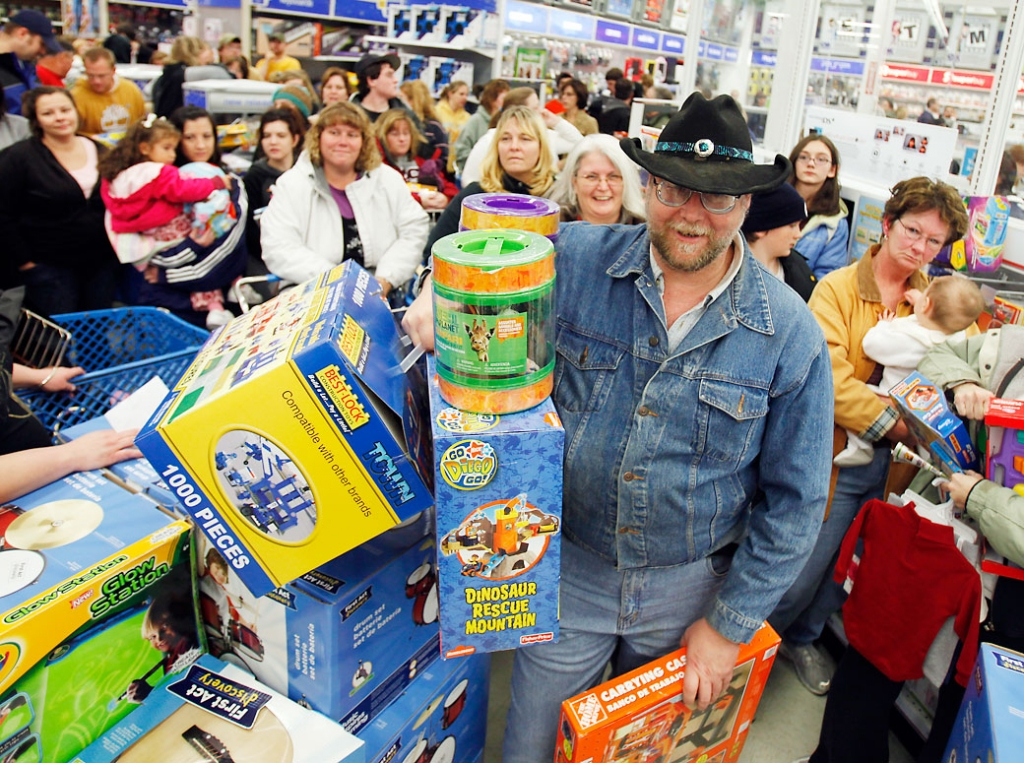 """Black Friday holiday Greg Inman of Shermans Dale, Pa., waits in a checkout line with other shoppers at Toys """"R"""" Us in Camp Hill, Pa., early Friday morning, Nov. 27, 2009. (AP Photo/Carolyn Kaster)"""